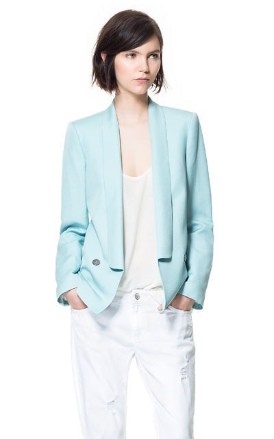 For the customers of your retail hub who are looking for fashionable layering options on casual occasions and party nights, add this sleek and sexy light blue wholesale denim jackets to your store's stock. This one comes with perfect line and length to result in the best fit and toned silhouette.