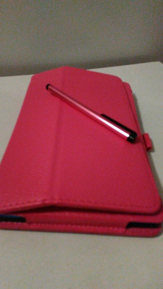 Очень довольна покупкой.Заказала розовый чехол.Очень красивый, насыщенный цвет.В комплекте пленка для экрана и ручка.Посылка дошла быстро, где-то за не полных три недели.Рекомендую.